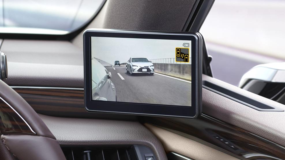Lexus ES, digital wing mirrors, clumsy design execution, dailycarblog.com